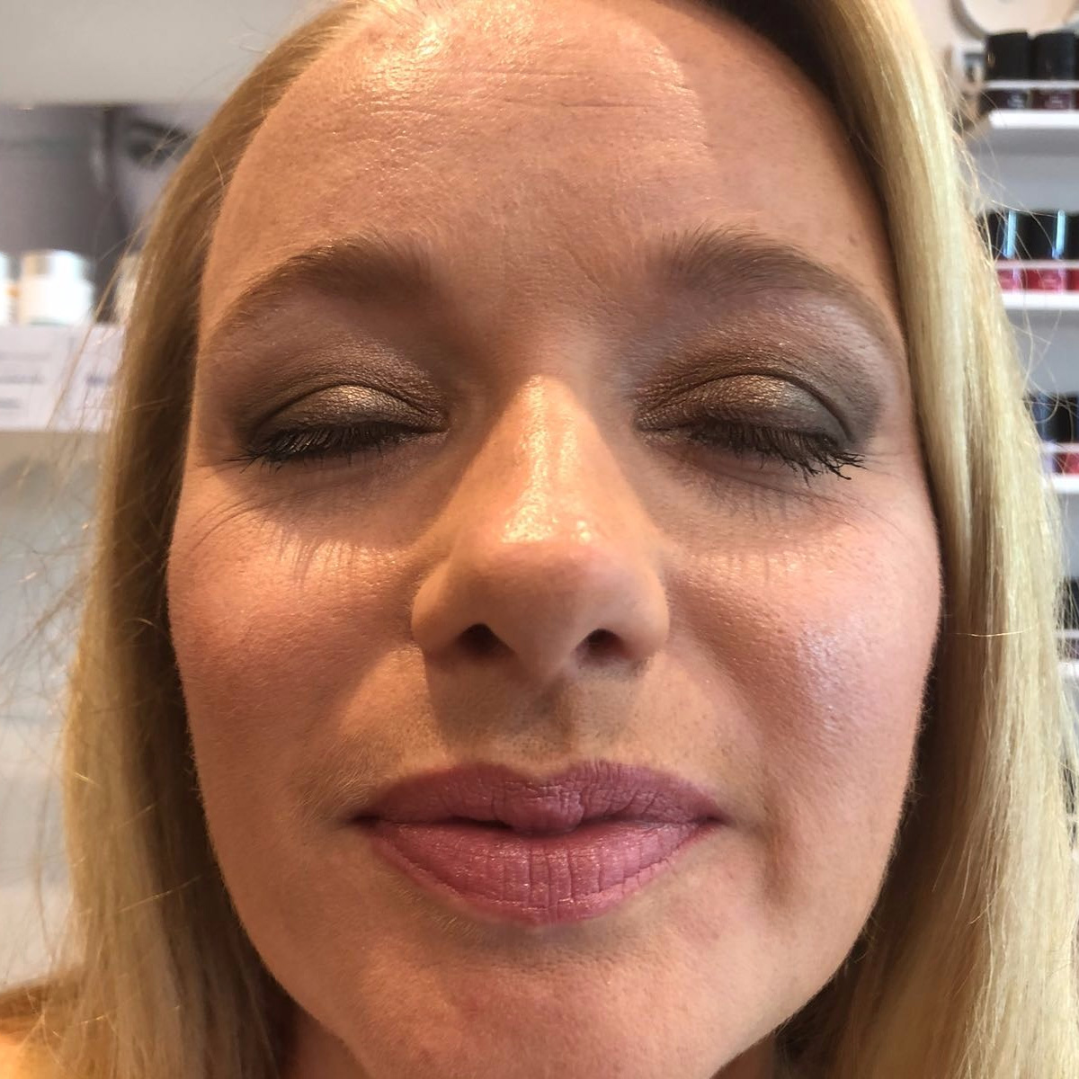 Essenziale Beauty Salon - Gallery - Face Treatments - Make up 9